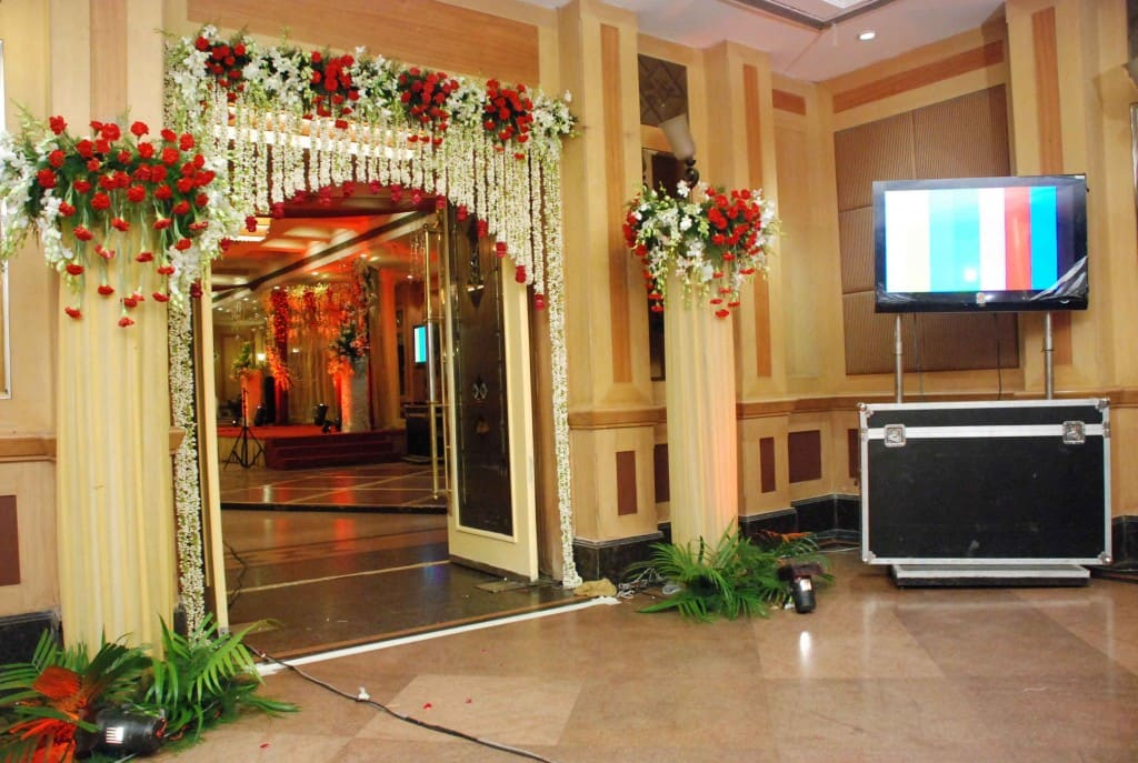 wedding hall & entrance decorated by Kiyoh wedding planner