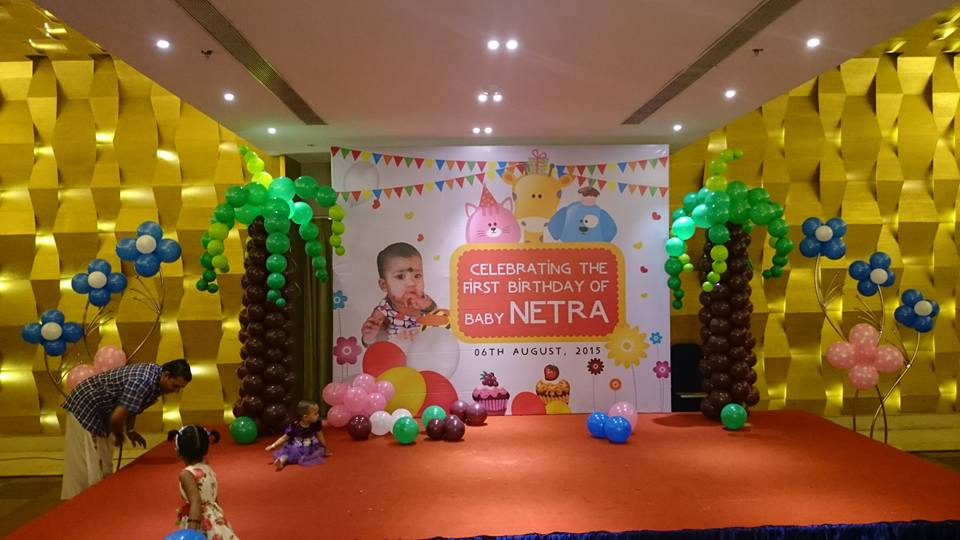 stage decorated with balloons for first birthday party by Kiyoh event organiser