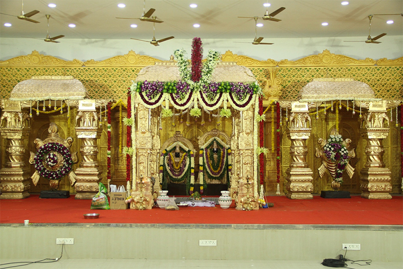 wedding stage decorated by kiyoh event organiser