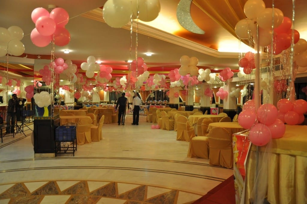 party table arrangements and balloon decoration by kiyoh kiyoh birthday event planner